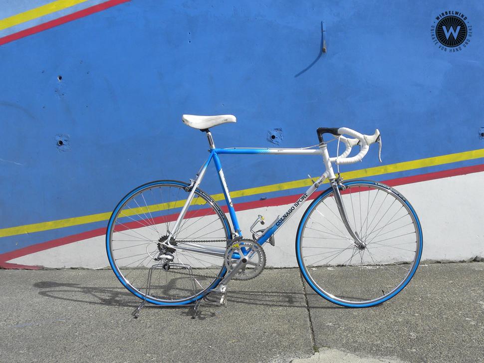 Colnago Sport Herrenrennrad Blau Weiß Der Wirbelwind