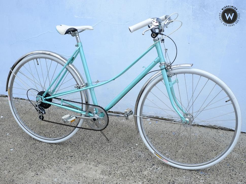 Damenrad Türkis Weiße Bereifung Der Wirbelwind