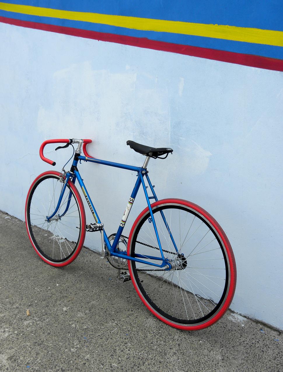 Singlespeed Peugeot Herrenrad Blau Rot