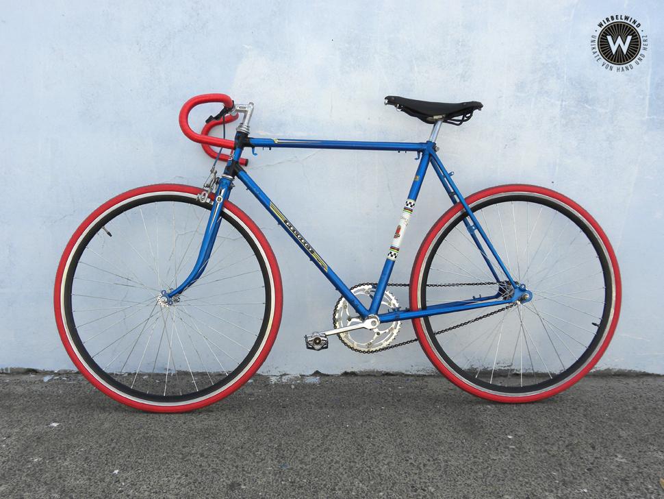 Singlespeed Peugeot Herrenrad Blau Rot Der Wirbelwind
