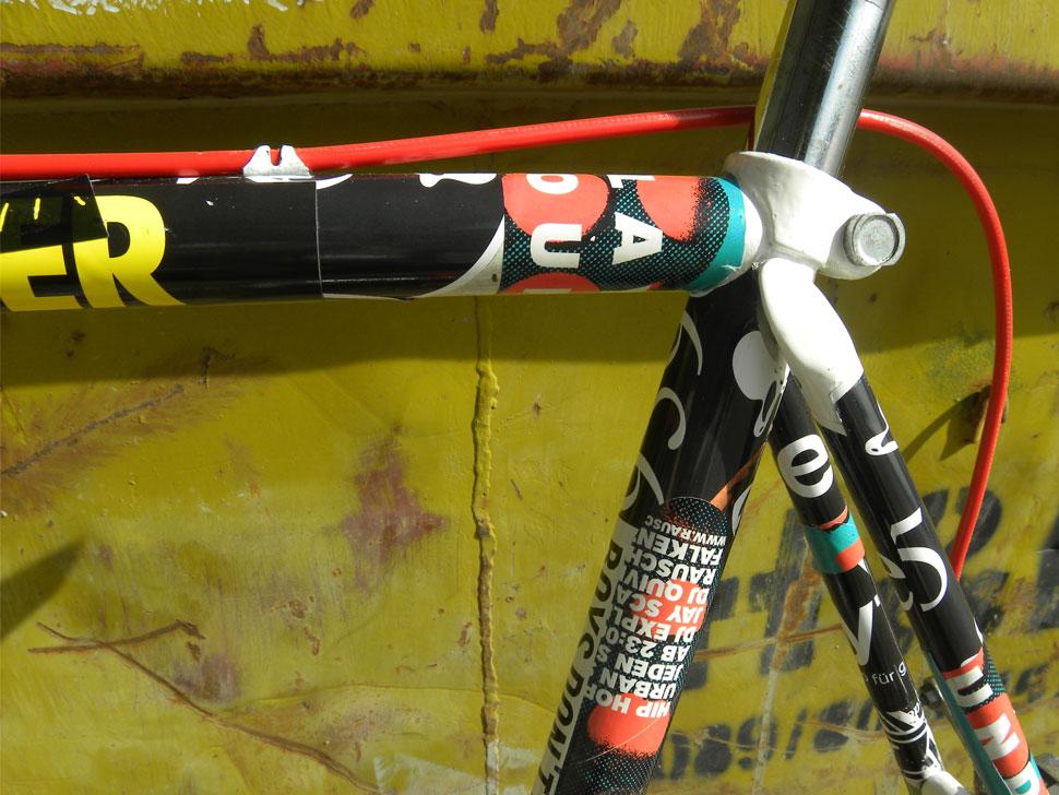 Stickerbomb Aufkleberrad